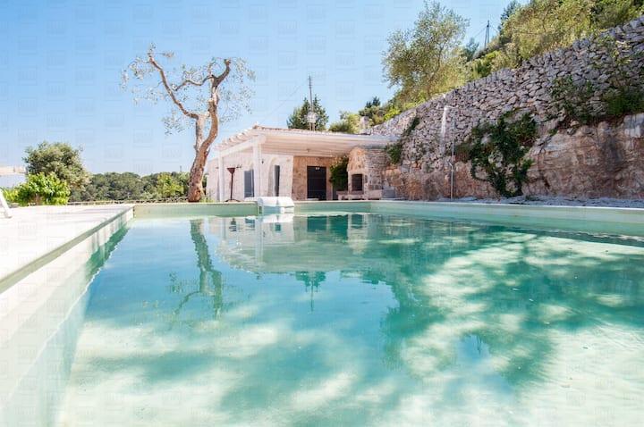 HelloApulia Trulli Belvedere: Stylish Trulli with Pool