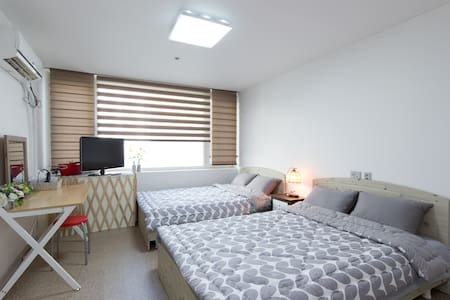 ★★CENTER OF BUSAN★★ 3MIN FROM METRO - Apartment