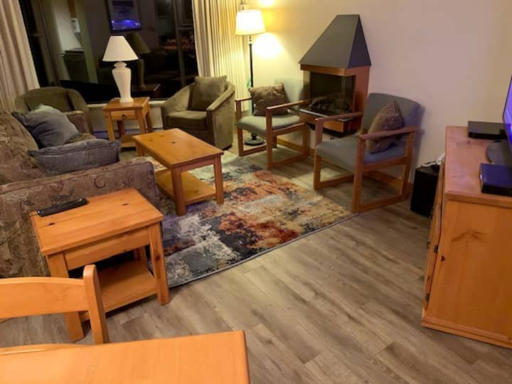 3 Bedroom Condo w/ Sauna, FREE parking, FREE WiFi