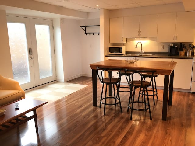 Executive basement apartment - Kingston - Apartemen