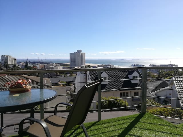 Cosy 2 bedroom in Humewood with a beautiful view!