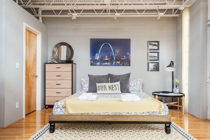 Our Nest in Soulard, 1 BR loft w/style & comfort