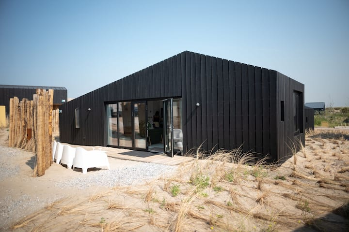 Modern lodge with 2 bathrooms, 100m from the beach