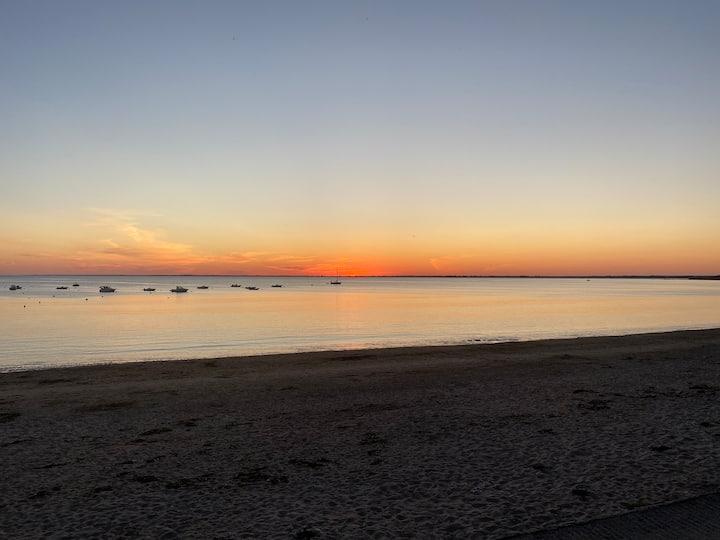Caravane + terrain de 1300m2 arboré - plage à 10mn