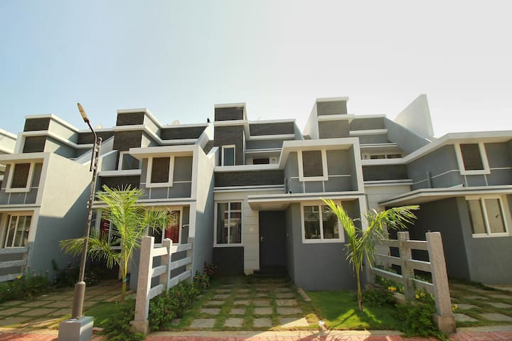 OYO - 2BHK House Perfect For a Weekend Getaway near Sea