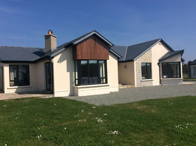 Kilmore Quay Castleview II, Kilmore Quay, Co.Wexford - 4 Bed - Sleeps 8 - Kilmore Quay - บ้าน