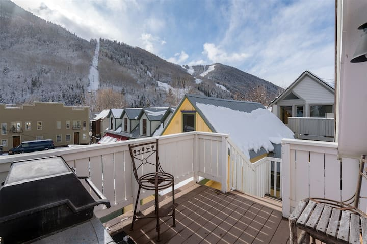 The Coziest, Cutest Bungalow with Incredible Views and within Walking Distance to Everything in Downtown Telluride
