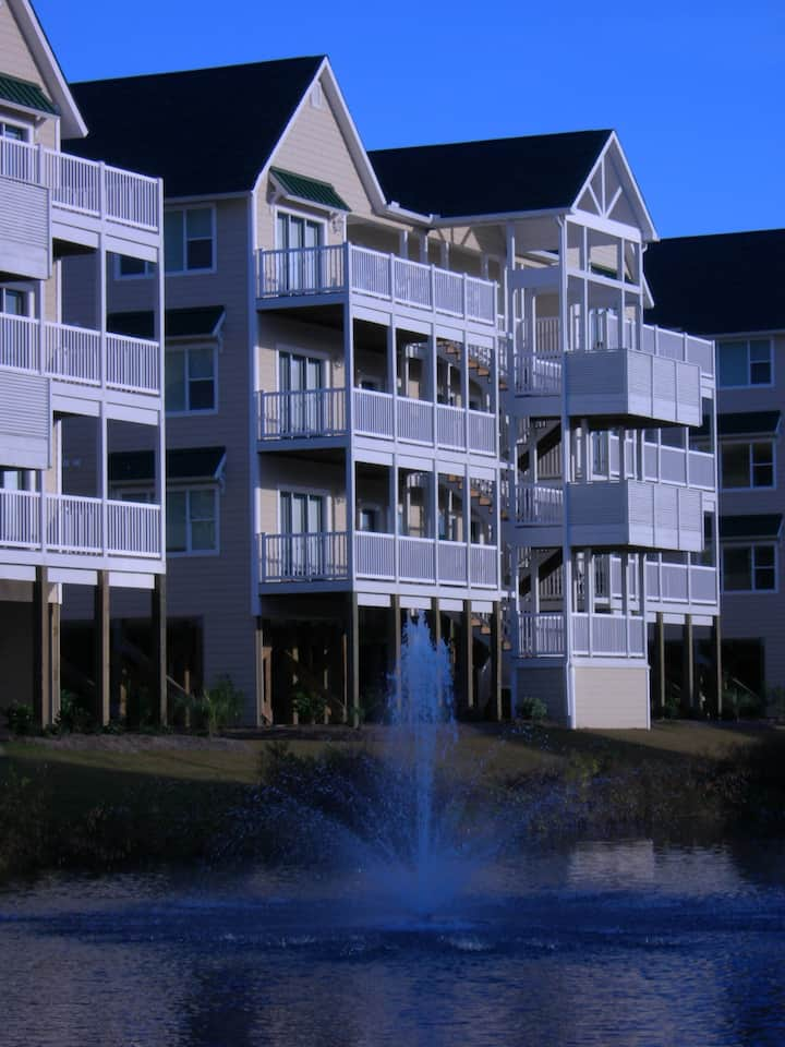 Beautiful 4 BR Oib Condo with Beachfront Pool!