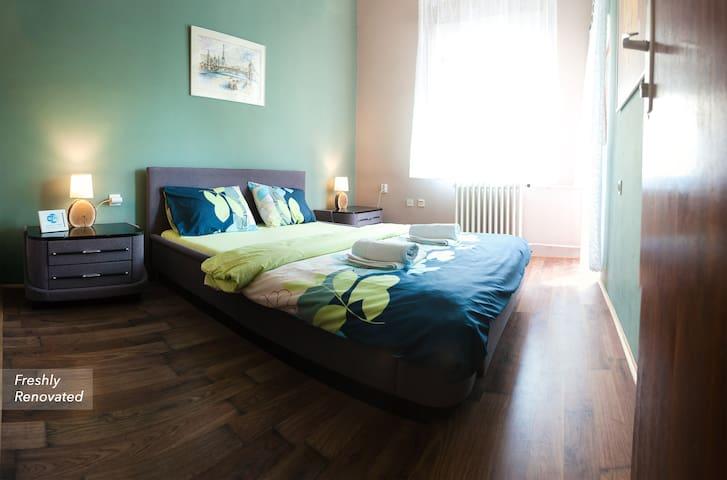 Universe Hostel Private Room Blue