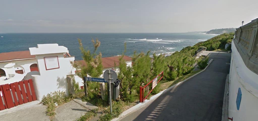 Idéal surfeurs, au port et plage de Guéthary!
