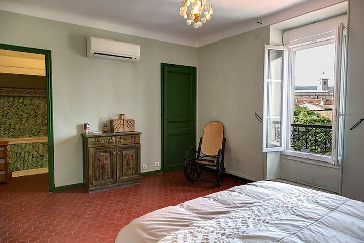 Room in an authentic counrty house - Marselha - Casa