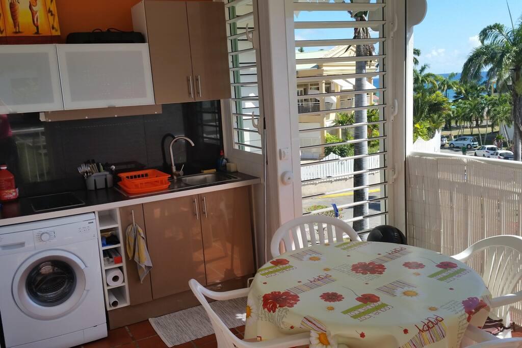 la terrasse/cuisine avec tout le nécessaire pour vous convenir