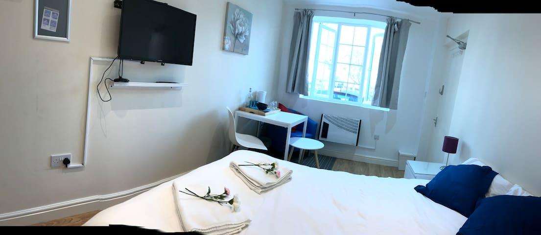 Deluxe En-suite with Garden Access+Wifi+Location