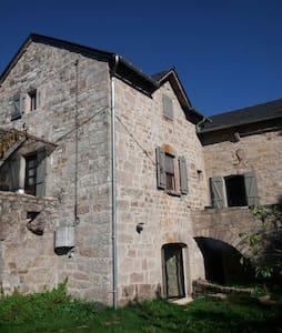 Authentique maison aveyronnaise et piscine privée - Sévérac-le-Château - Hus
