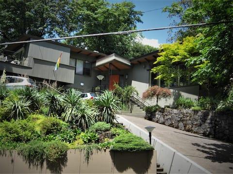 Private, comfortable studio in verdant West Hills.