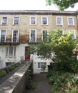 Clifton: One bedroom garden flat - Bristol