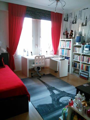 Sıcak ve modern bir oda 240 M2 evde - Bayraklı - Huoneisto