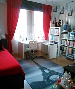 Sıcak ve modern bir oda 240 M2 evde - Bayraklı