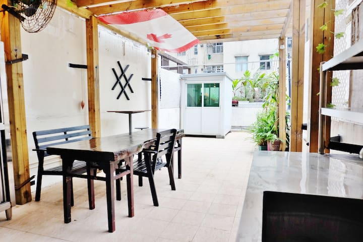 Charming Spacious Patio Apartment - Quarry Bay