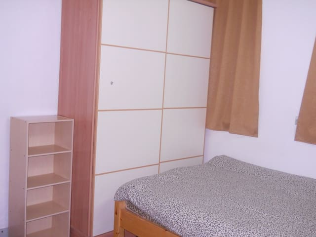 North Point Room Available  2 person.3/Walk up N3C