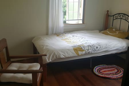 Quite private room close to airport and city - Chermside