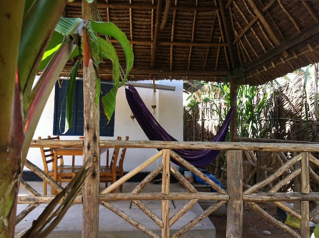 Nuru's Place, the white room! - Dar es Salaam - Rumah