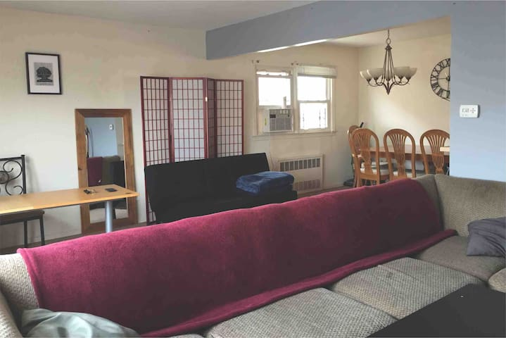 Large bedroom and common spaces near JFK airport