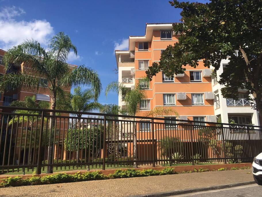 Fachada do condomínio/Condo's entrance