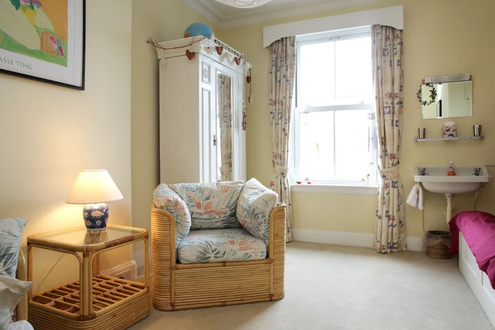 Spacious Double Room with Private Bathroom - Edinburgh  - Casa