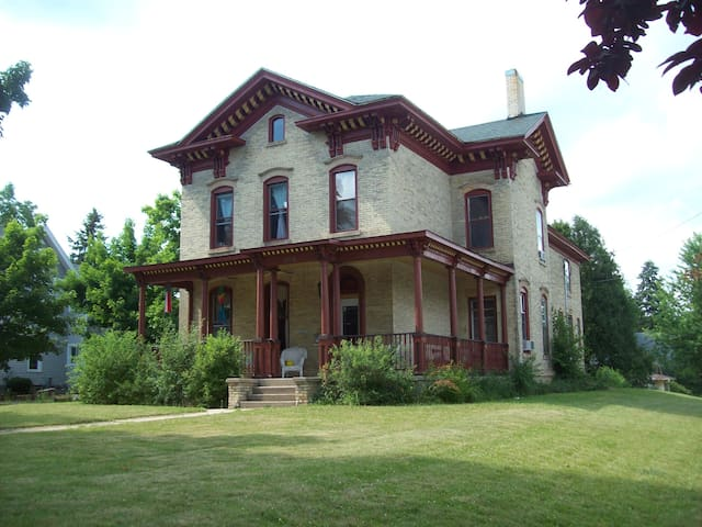 Historic Landmark Nelson Salisbury House - Whitewater