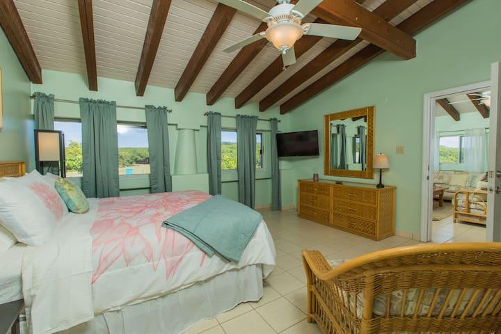 "HBH Dahlia Suite > Spacious bedroom > Island Views  > 40"" LED Smart/Wifi TV"