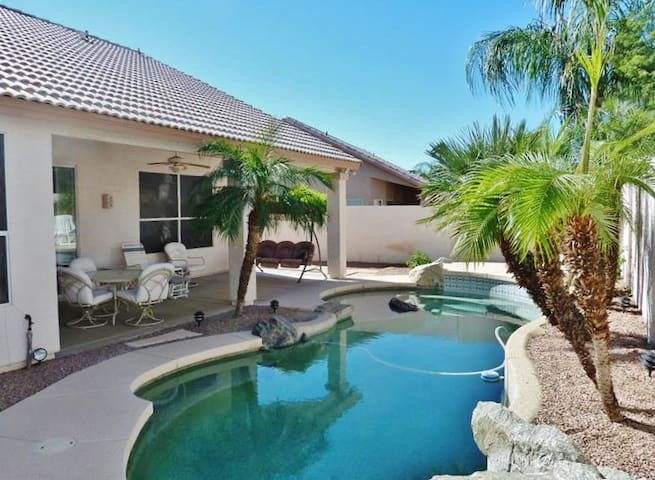 Quiet & Spacious 4BR Mesa House w/Private Pool