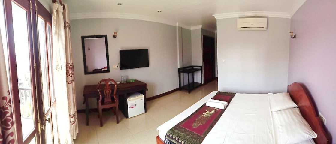 Large Queen bed studio in center of SiemReap