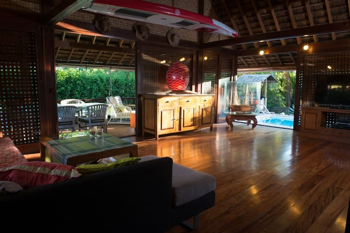 Lovely Exotic Wooden 2Bdr House with POOL & CAR - Maharepa