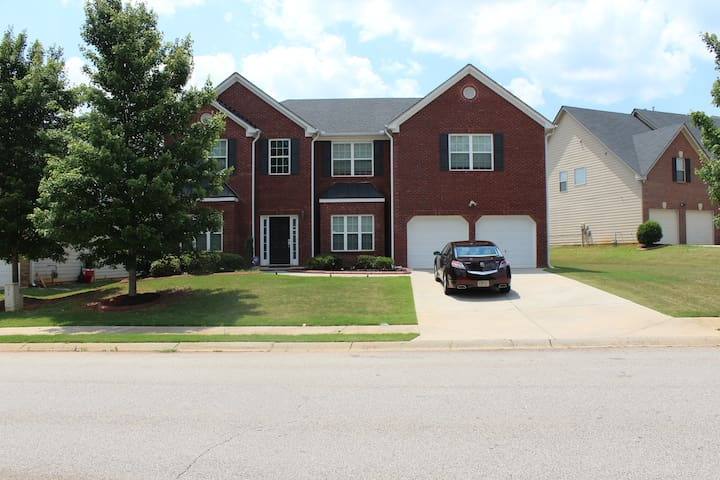 Mi-Casa (7) - Large 4 BR 4 BA Home, McDonough, Ga