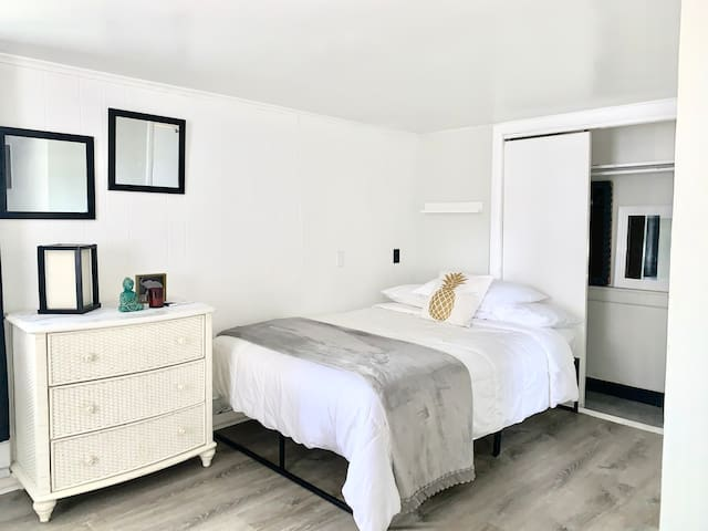 ☆Charming Studio - Private/Self Check-In/Parking☆