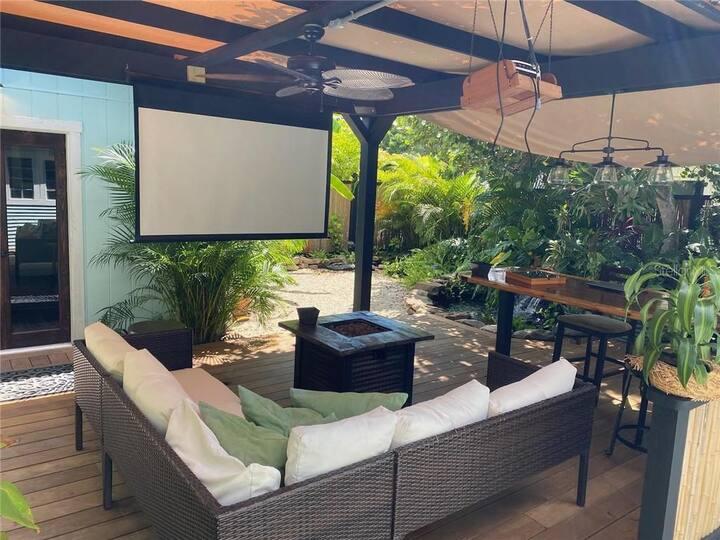 Tropical Paradise - Boutique home near beaches