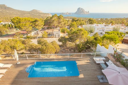 Quiet house pool and the best views to Es Vedrà