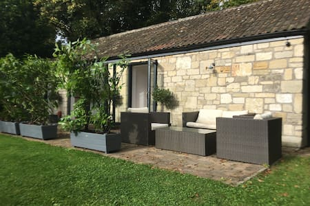 Converted stables Sleeps 2-4 - Bath