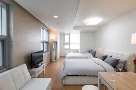 明洞 Studio #5 (1min metro/free WiFi) - Myeong-dong  - Appartement
