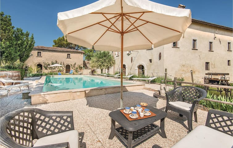 Holiday cottage with 7 bedrooms on 600m² in Cantalice (RI)