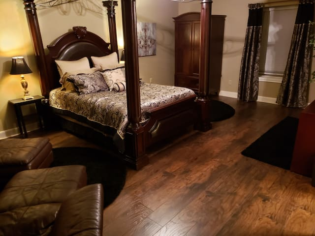 Elegant Private Room near IAH Airport
