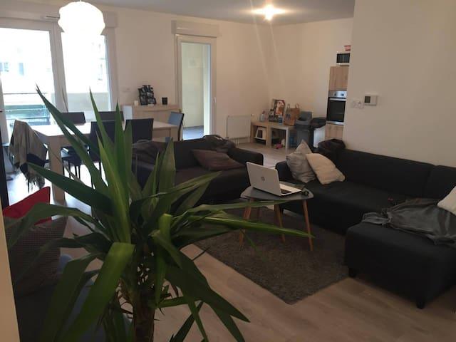 Chambre dans appartement neuf tout confort - Laval - 公寓