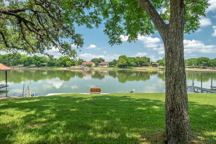 Shade Tree Cottage - Perfect Lake LBJ Getaway! SPRING BREAK AVAILABLE!