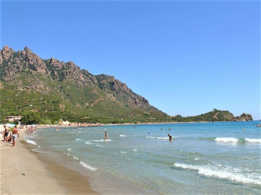 centro spiaggia Foximanna col monte Ferru e capo sferracavallo