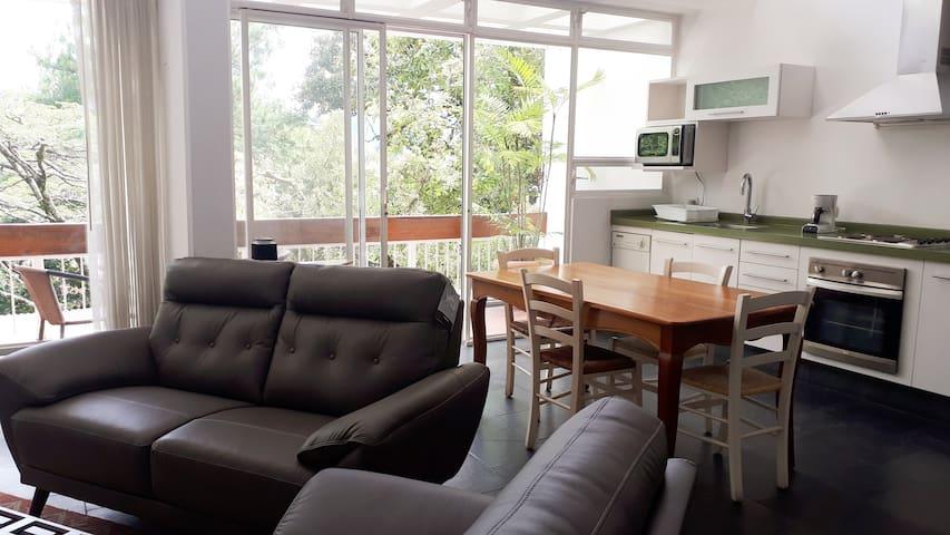 Céntrico y espacioso Apartamento en zona 10