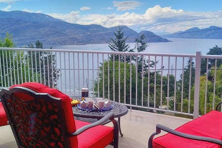 Vin, Villa, Vista: The Holiday Trinity - Peachland