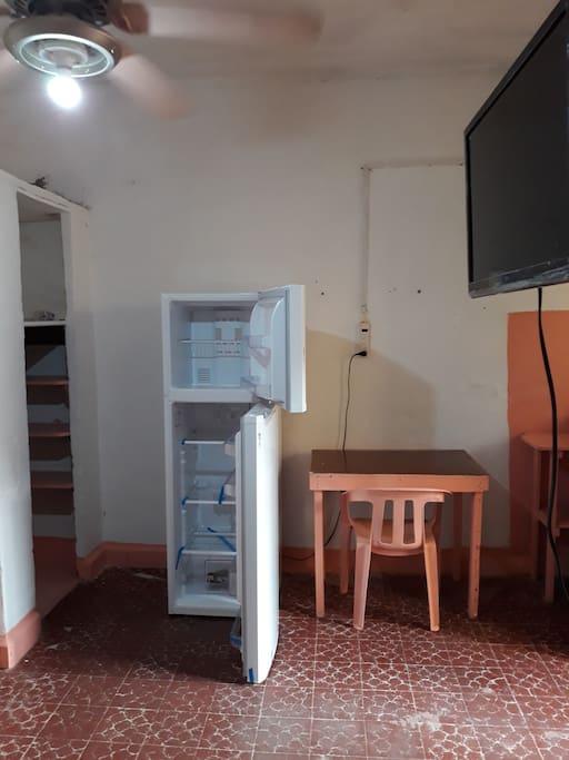 Refrigerador, TV, estufa