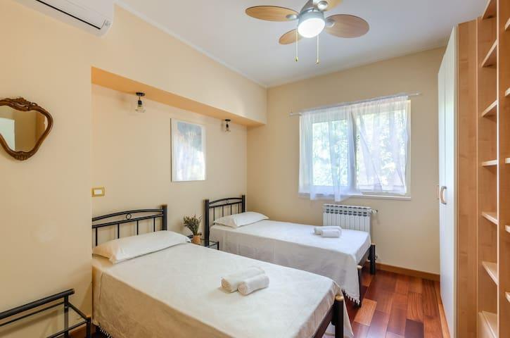 Namoru villa grscica interior bedroom 1