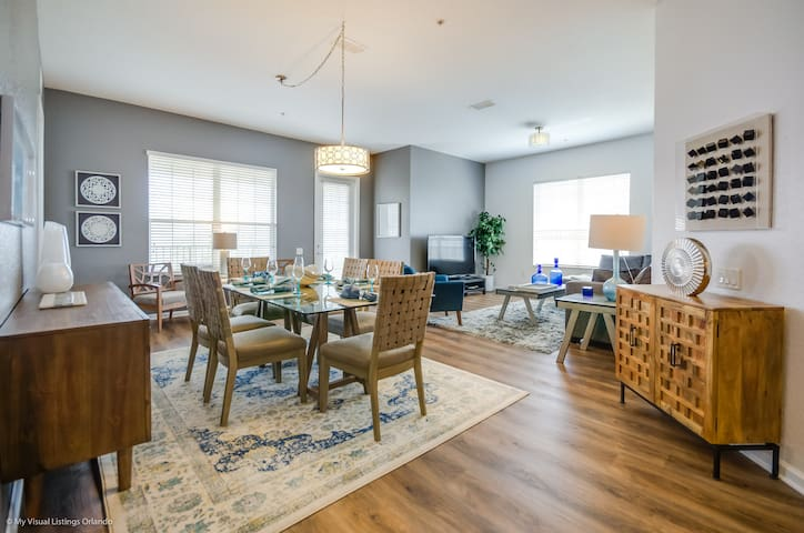 Luxury 3BD/2BA condo with all amenities of home!